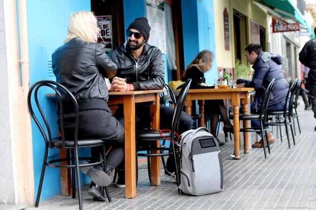 Lifepack, Cafe shot.